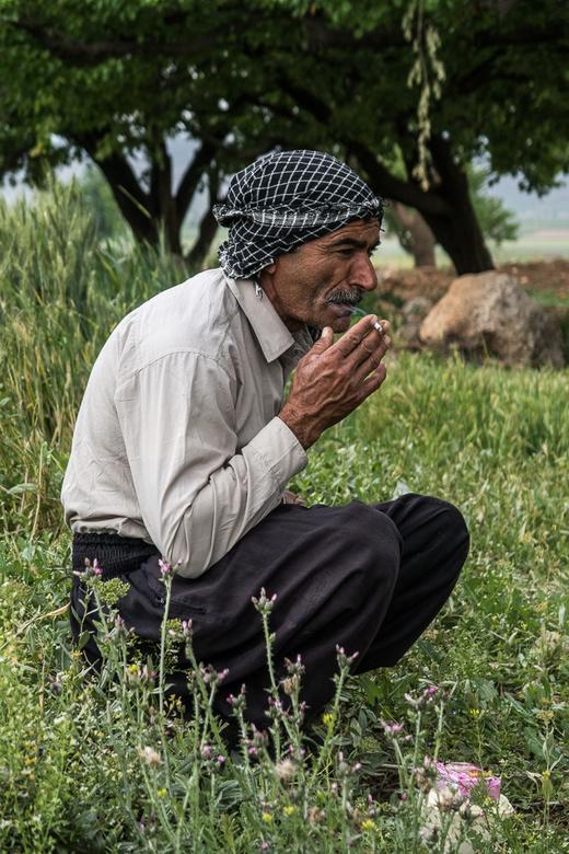 Nomaden In Iran - Genieten van een sigaret<br /> Nomaden in Iran.