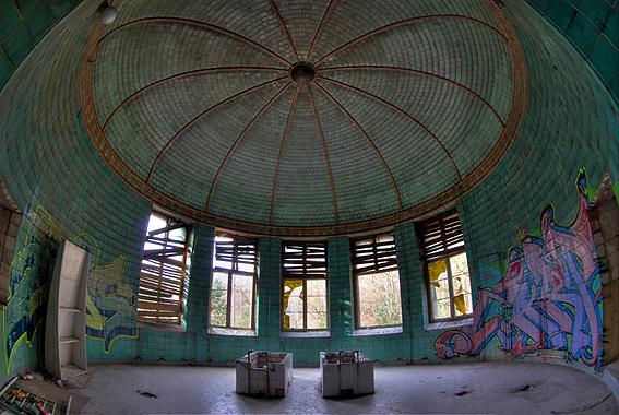 Beelitz 3 - In Beelitz nabij Berlijn staat het verlaten ziekhuis van de Russiese Troepen in de voormalige DDR