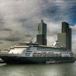 cruiseschip in rotterdam 0807225450mnw