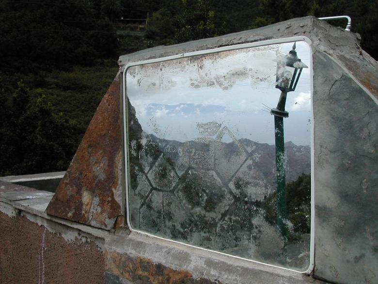 mirror landscape - landschap in gezien door/in spiegel