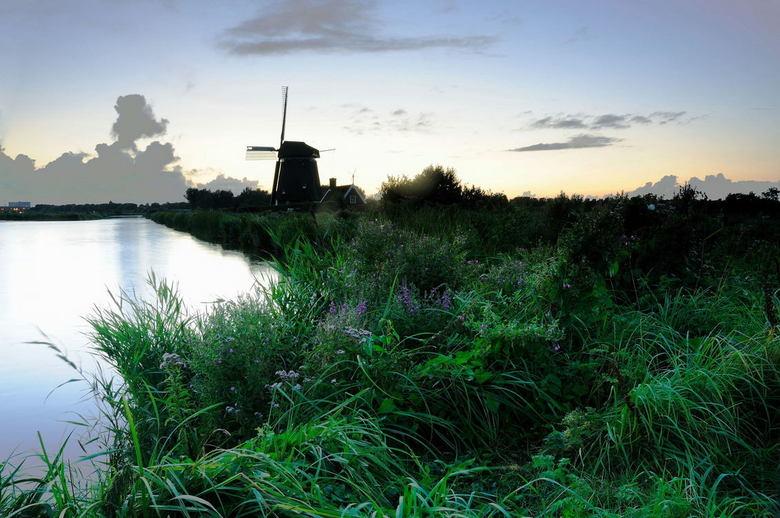 Twiske molen in de avondschemering - Zondagavond deze foto gemaakt in het Twiske