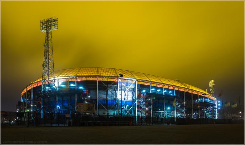 Feyenoord Rotterdam - Het geel is echt schijnen lampen te zijn voor het gras niets aan bewerkt