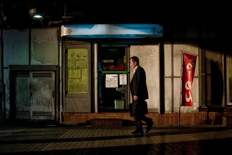 Japan-Tokio-2009 - Ik heb lang niets geupload en vond het wel weer eens tijd worden.<br /> Deze foto is gemaakt in Tokio, het avondlicht viel heel mo