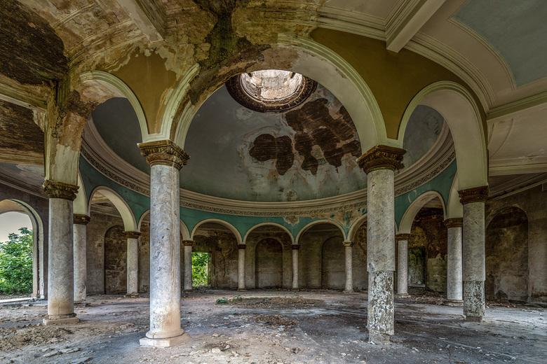 The last breath (2e versie) - Een hotel in Tskaltubo (Georgië) in zwaar verval....