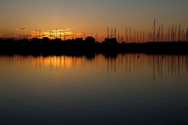 haven - een haventje in avondlicht