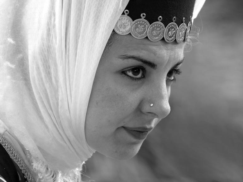 Girl from Turkey... - <br /> Danseres uit Turkije, geconcentreerd kijken naar optreden van collega&#039;s, zij moest nog.<br /> <br /> Fijn Weekend