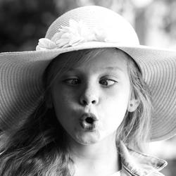 Het schele meisje met hoed ;-)