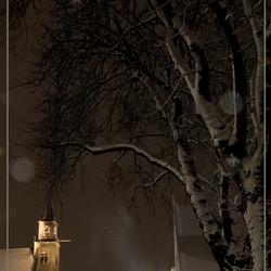 Dorspkerk Moerkapelle bij avond in de sneeuw