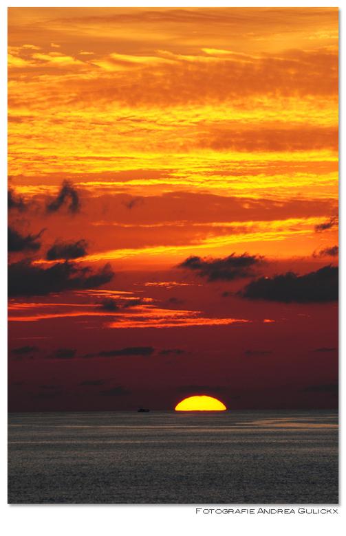 Zonsondergang Tip of Borneo - Een zonsondergang op het meest noordelijke puntje van Borneo (Maleisië). Het was natuurlijk erg mooi geweest als het boo