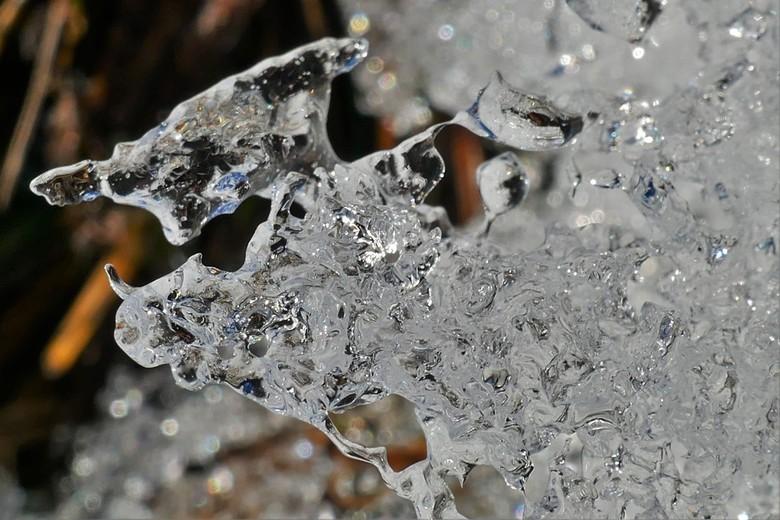 winterijs - ijs in de zon