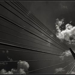 Der Himmel über der Brücke