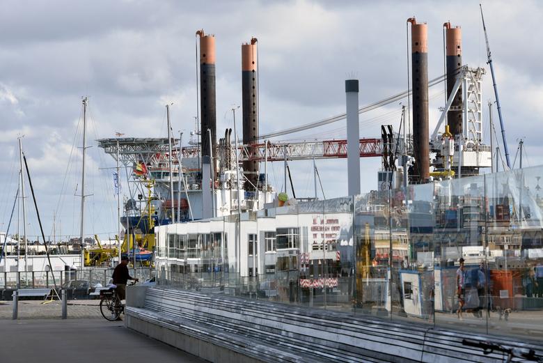 In opbouw - De Vole au vent is een van de grootste schepen in zijn soort in de wereld. De grote vrije dekruimte, de grote laadcapaciteit en de kraan l