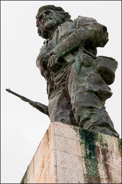 Cuba 142 - Nav zijn heldendaden heeft men Ché Guevara, in Santa Clara te Cuba, vereeuwigd in een heus Mausoleum. Men heeft er zijn stoffelijke resten,