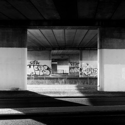 Viaduct met graffiti (02)