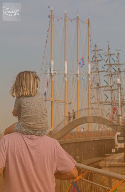 Tall Ships- Harlingen - Tall Ships harlingen, dochter op de schouder mij papa om al die mooie schepen te zien..