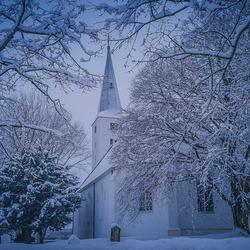 Witte kerk in een witte wereld.