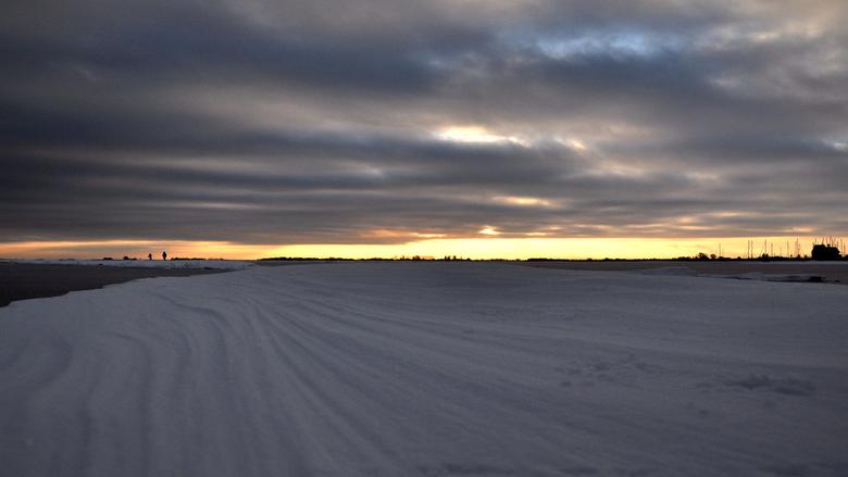 Winter2010/2011 - Deze foto heb ik gemaakt op een bevroren Markermeer in de winter van 2010/2011,<br /> Het was toen 6 weken aan vriezen en een hoop