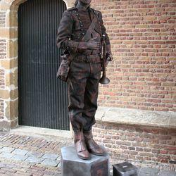 living statue nr7