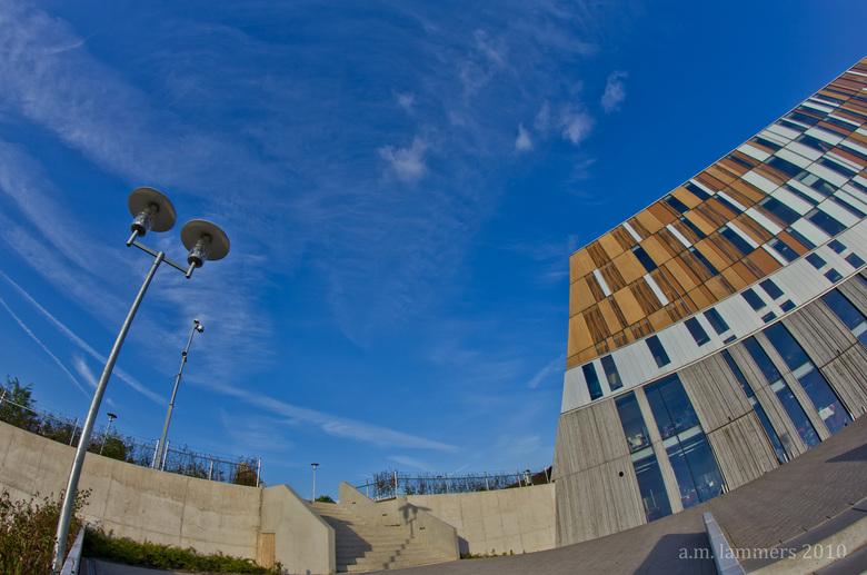 """Mezzo college doetinchem - Apart vormgegeven gebouw. Door sommigen ook wel """"de bunker"""" genoemd. Maar zeker een kenmerk voor Doetinchem"""