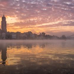Zonsopkomst in Deventer met mist