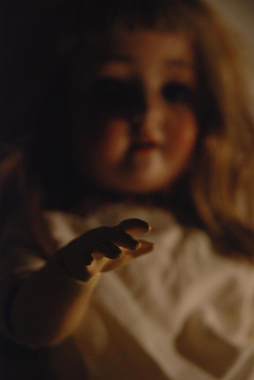 Poppig - Deze pop is meer dan 100 jaar oud, met echte mensenhaar. Toen ik haar zag, wou ik onmiddelijk de kans grijpen om er foto's van te maken.