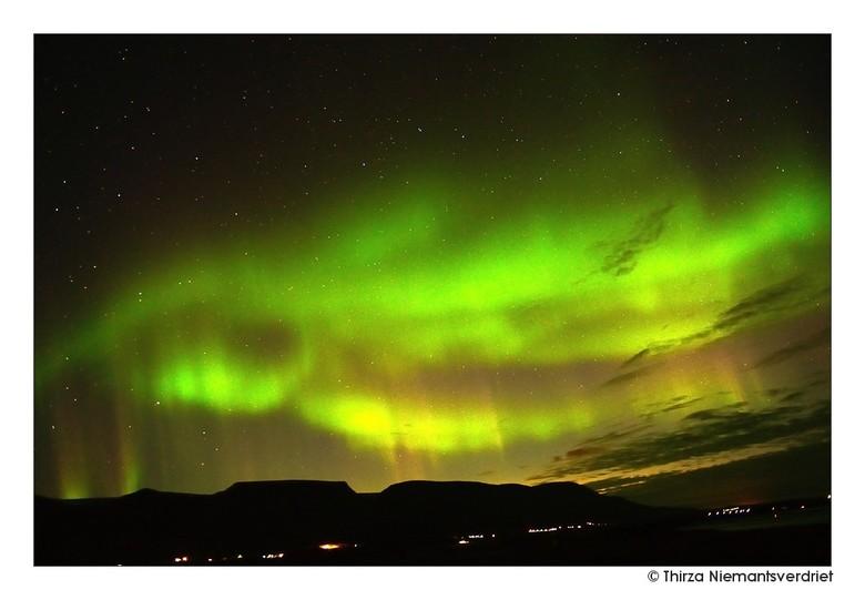 Starry Nights of Akureyri - Een (voor ons) zeer indrukwekkende nacht vol noorderlicht aan de hemel boven Akureyri ! Voor het eerst mogen zien en fotog