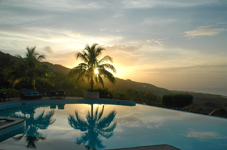 Infinity Heights Resort - Zonsondergang bij de infinity pool