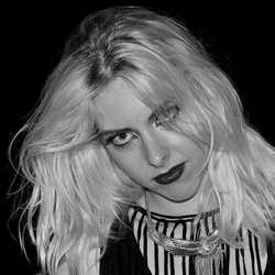 Portret Heavy metal zangeres Laura