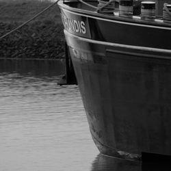 Aangemeerd binnenvaartschip
