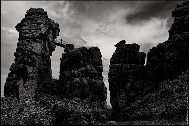 """Externsteine #1 - <span style=""""font-weight:bold;"""">Externsteine, het Duitse 'Stonehenge'</span><br /> <br /> Afgelopen zomer tegen de avond gefotogra"""
