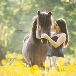 just a girl and het horse ❤️