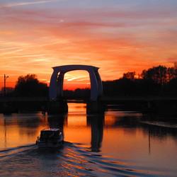 zonsondergang aan de rivier