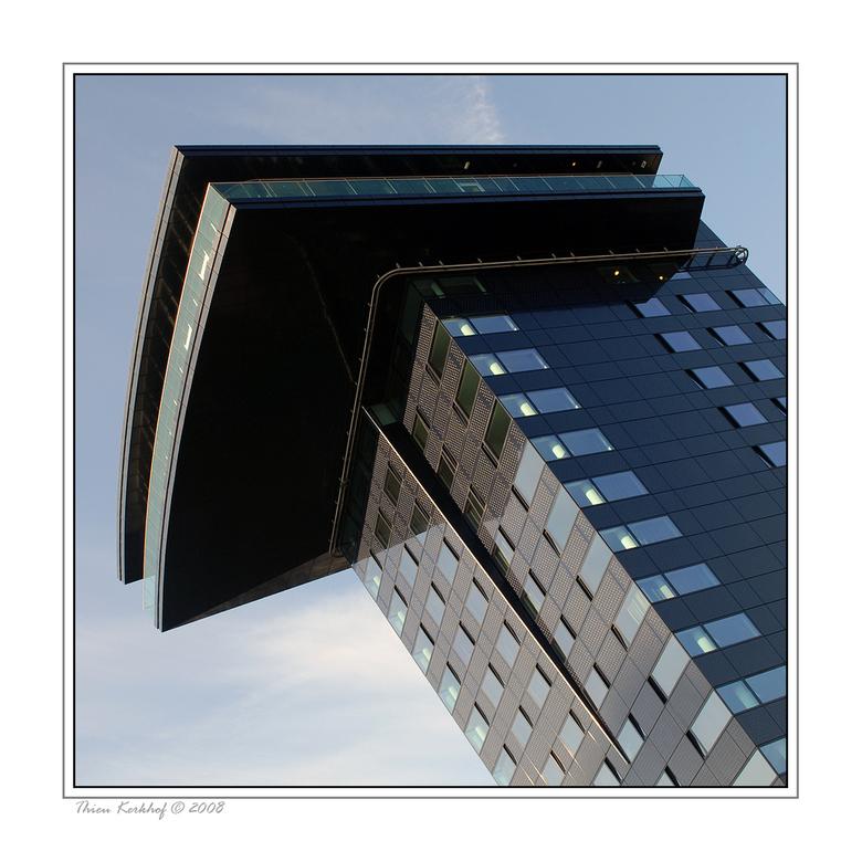 Hotel Golden Tulip - Het Golden Tulip hotel ligt aan de voet van de Erasmusbrug in Rotterdam