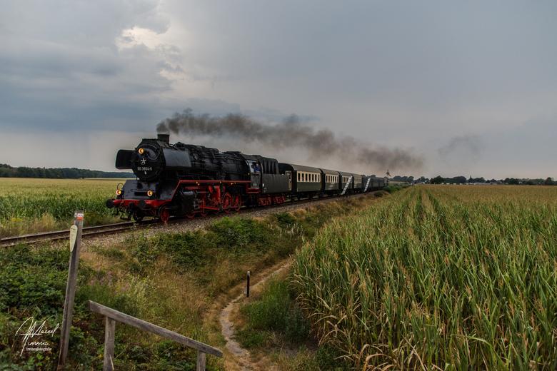 VSM 50-3654, Oosterhuizen - op 13-8-2020 reed de VSM weer een avondrit vanuit Beekbergen naar Dieren. Na het verlaten om 19.30 uur uit Beekbergen werd
