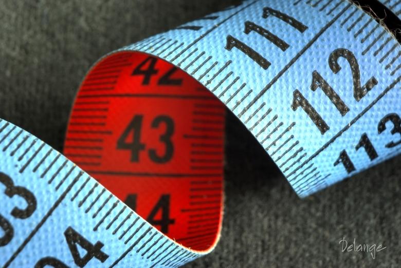 Rode cijfers van het beurs DNA - Macro opname van meetlint.