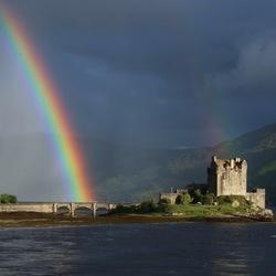 Eilean Donan met regenboog
