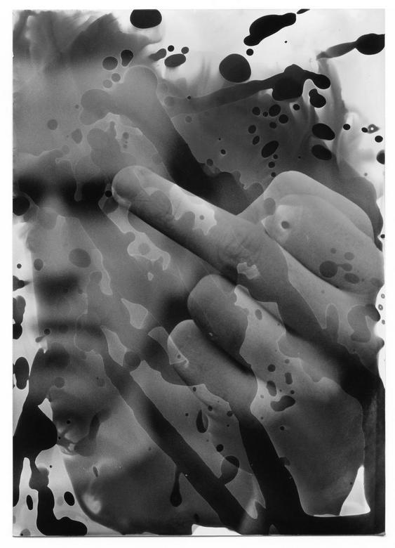 """Punk - Scan van een analoge print. Chemische manipulatie in de doka. Analoge photosjop zeg maar <img  src=""""/images/smileys/tongue.png""""/><br /> <br />"""