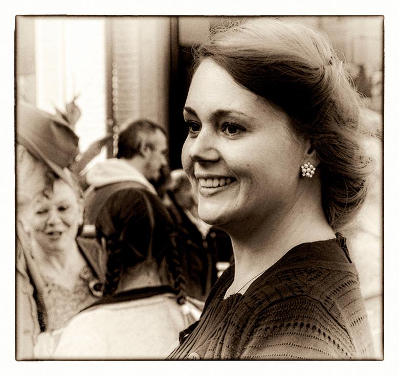 """HASSELT BEVRIJDING 8 - Deze dame was ook in gepaste outfit aanwezig op de """"Bevrijdingsfeesten"""" in Hasselt."""