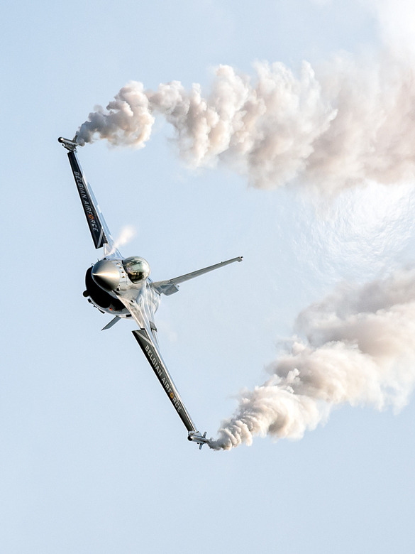 F16 Smoke