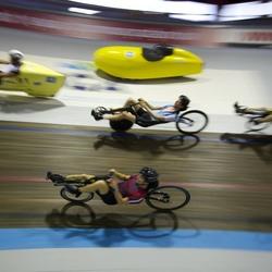 Ligfietsen op de indoorbaan van Sloterpark