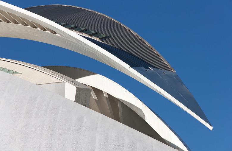 lijnenspel - Palau de les Arts Reina Sofia, operagebouw van Santiago Calatrava in Valencia