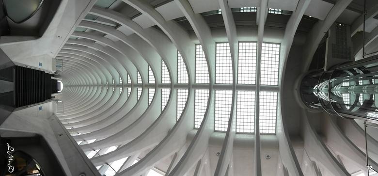 Arched - Het treinstation van Luik. T is een panorama uit 5 foto&#039;s. <br /> Commentaar is meer dan welkom!