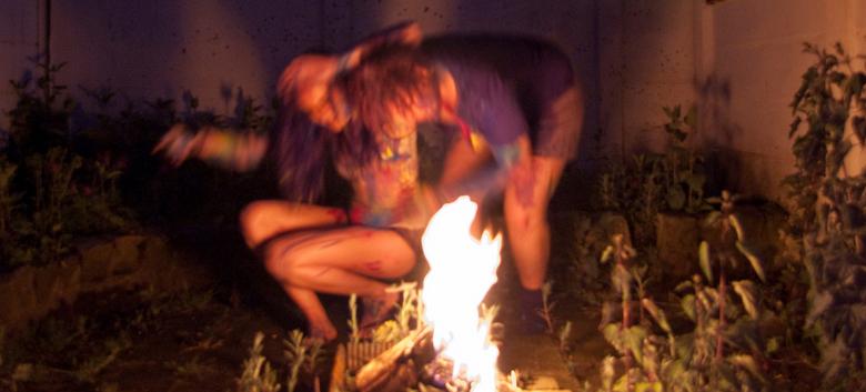 Verfnacht - Lente. Voor mij is lente de geur van regen op natte aarde, het gevoel van lekker buiten zitten bij vuur, en met mensen filosoferen. Deze f