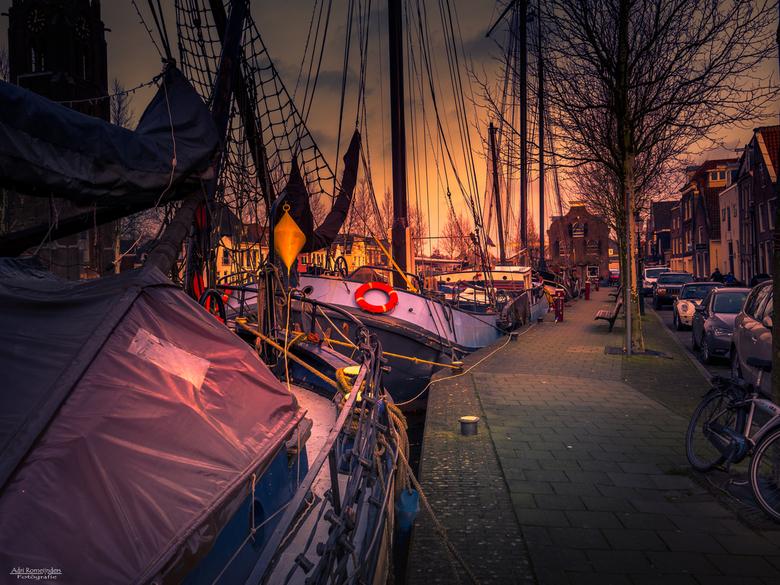 De Kom in Weesp - Kijkje langs de haven in Weesp waar soms mooie oude schepen te zien zijn.