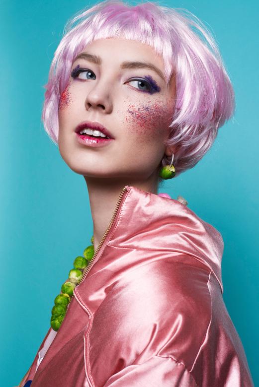 Colour - Concept: Floor<br /> Model: Amarins <br /> Make-up en haar: Sanne Visscher<br /> Fotografie: Roxanne Letterie