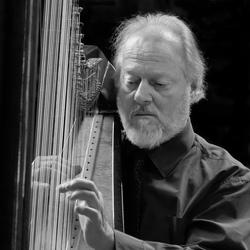 Portret met harp