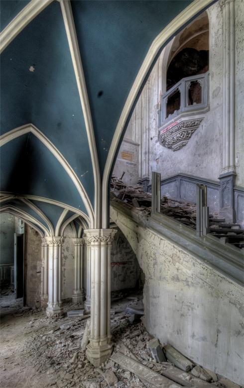 het sprookje is helaas uit - vervallen, kasteeltje in Belgie