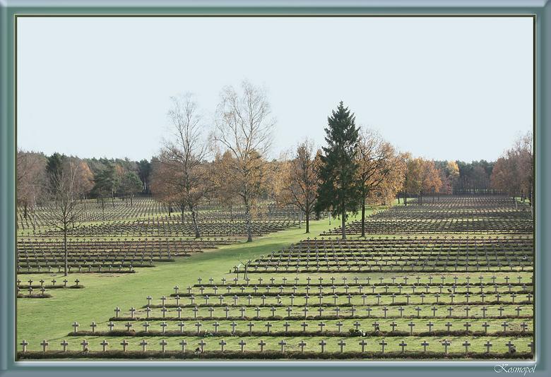 Waanzin, Wahnsinn, Madness,  - wat begon als een bezoek aan de Duitse militaire begraafplaats met als doel een geschikt onderwerp voor de lens te krij