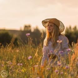 Portret tussen de korenbloemen
