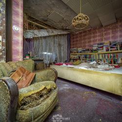 een vervallen slaapkamer